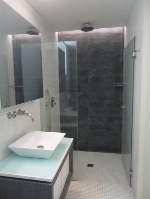 Baño Hab. de huespedes: Baños de estilo  por MARATEA Estudio