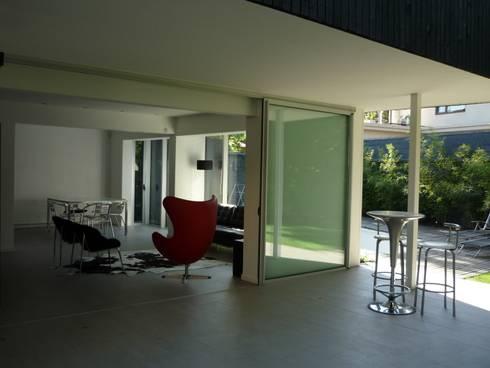 Casa Infanti : Terrazas  de estilo  por Claudia Tidy Arquitectura
