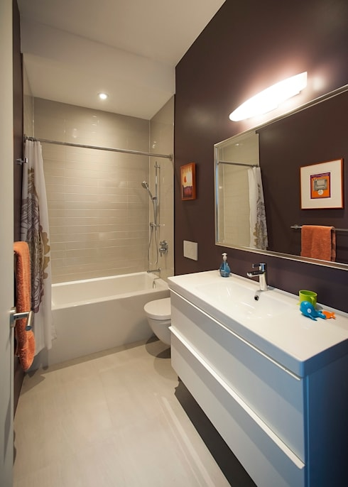 Bathroom by Solares Architecture
