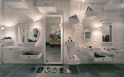 Actually Boutique:  Offices & stores by MinistryofDesign