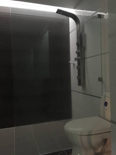 interior vivienda B&N: Baños de estilo moderno por Ecka, Diseño & Construccion