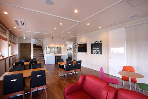 鉄骨倉庫リノベーション~洋菓子&レストラン~: 株式会社ハウジングアーキテクト建築設計事務所が手掛けたオフィス&店です。