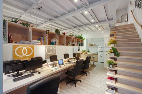 燈光決定氛圍。:  辦公室&店面 by 有偶設計 YOO Design