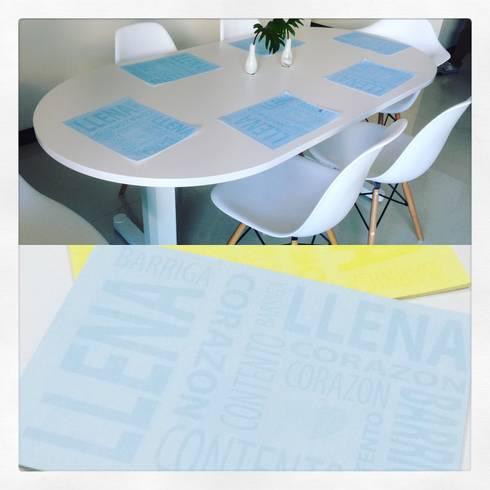 Individuales de papel personalizados: Comedor de estilo  por CONSTRUCCIONES 2AM S.A.S.