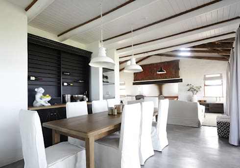 Kleinbos: rustic Dining room by Full Circle Design