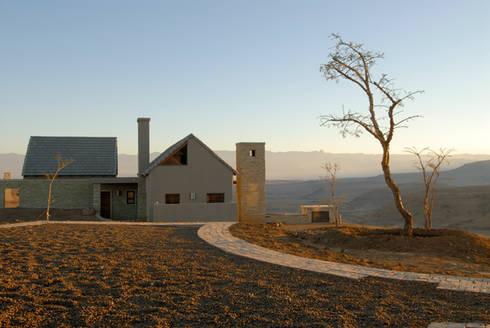 Nondela 3: modern Houses by Full Circle Design