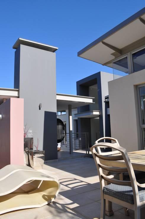 Ballito House KZN: modern Houses by Karel Keuler Architects