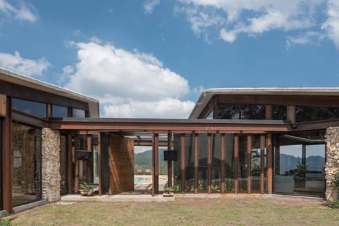 Detalles: Casas de estilo rural por OPUS