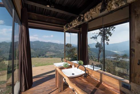 Baño: Baños de estilo rural por OPUS