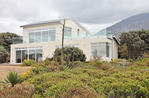 Upgrading of Heritage home in Betty's Bay:   by Rudolf Henning Construction