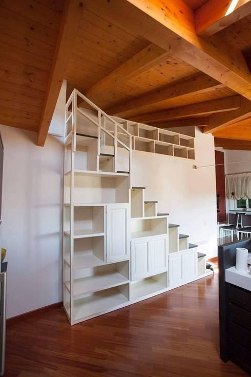 Projekty,  Salon zaprojektowane przez Falegnameria Grelli Danilo