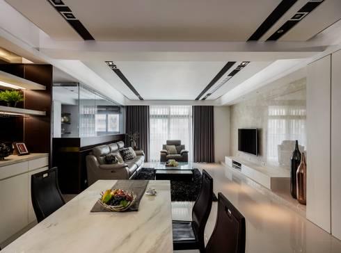 Smiley Manor:  餐廳 by 築一國際室內裝修有限公司