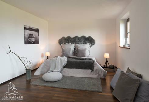 Schlafzimmer: landhausstil Schlafzimmer von Langmayer Immobilien & Home Staging