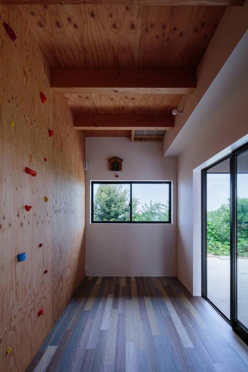 モンガタノイエ: 一級建築士事務所シンクスタジオが手掛けたホームジムです。