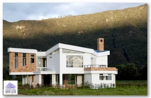 SANTA LUCIA CAMPESTRE: Casas de estilo moderno por GRUPO CORTAZAR