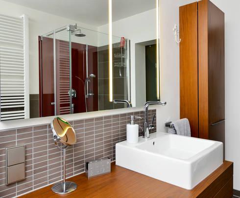 Großer Waschbereich: Moderne Badezimmer Von HEIMWOHL GmbH