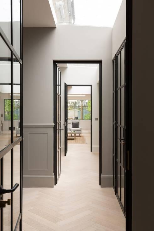 Hallway:  Corridor & hallway by Fraher Architects Ltd