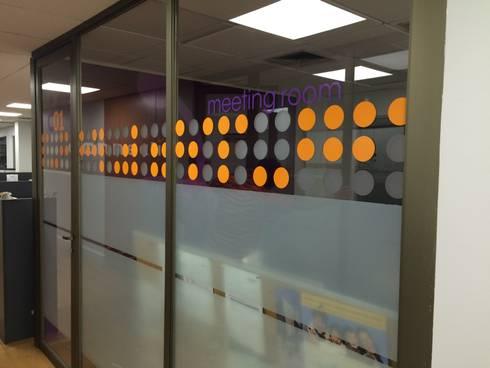 Remodelación Oficinas Connectis Santiago: Oficinas y tiendas de estilo  por Super A Studio
