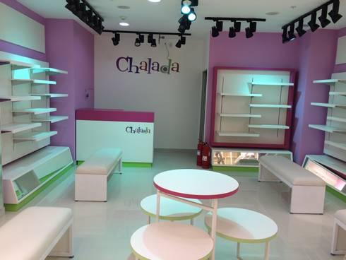 Remodelación Chalada Plaza Oeste: Oficinas y tiendas de estilo  por Super A Studio