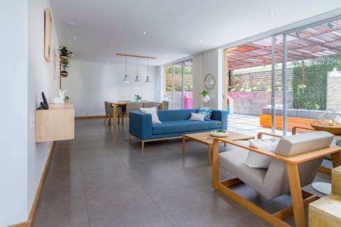 Casa mediterránea: Salas de estilo moderno por Adrede Diseño