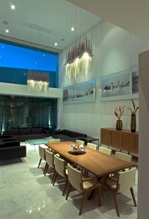 Estancia-Sala-Comedor Casa EM: Comedores de estilo  por TaAG Arquitectura