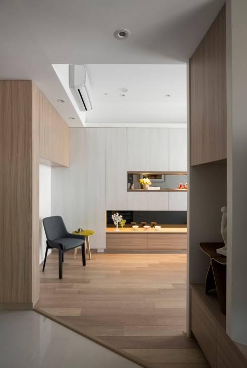 遊藝 blossom :  走廊 & 玄關 by 耀昀創意設計有限公司/Alfonso Ideas