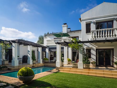 Exterior of the house: colonial Houses by Carne Interiors