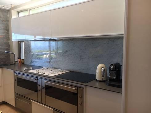 Modern Kitchen: modern Kitchen by Cornerstone Projects