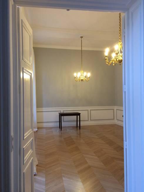 Saint Paul - Salle de Réunion: Salle multimédia de style  par Atelier d'architecture ASTA