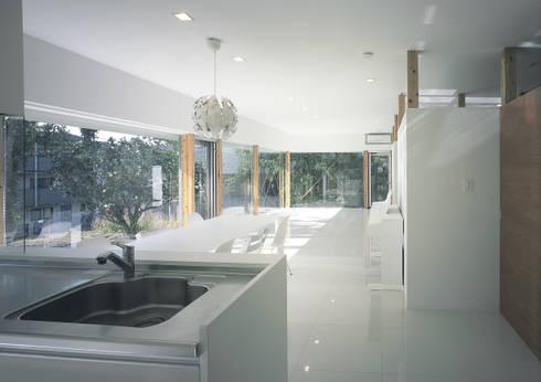 伊集院の住宅 II: アトリエ環 建築設計事務所が手掛けたリビングです。