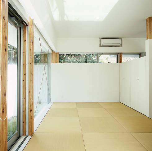 伊集院の住宅 II: アトリエ環 建築設計事務所が手掛けた和室です。