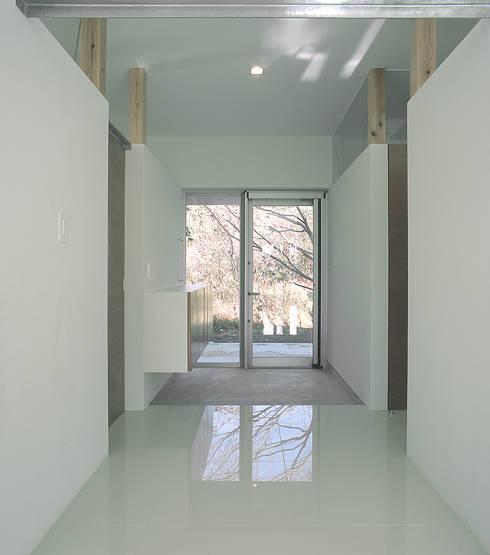 伊集院の住宅 II: アトリエ環 建築設計事務所が手掛けた廊下 & 玄関です。