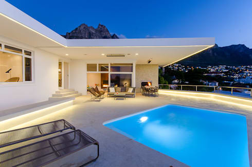 Camps Bay House 1: minimalistic Houses by GSQUARED architects