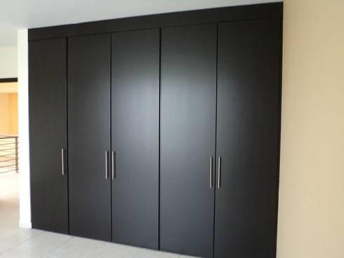 Closets de dlr arquitectura dlr dise o en madera homify for Cuanto cuesta un closet de madera en mexico