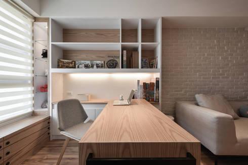 書房兼餐廳空間:  書房/辦公室 by 存果空間設計有限公司