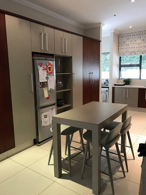 Kitchen: modern Kitchen by Candice Woodward Interiors cc