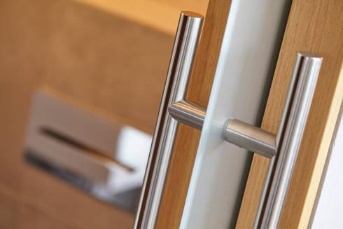 Detail Schiebetür:   von Raumgespür Innenarchitektur Design
