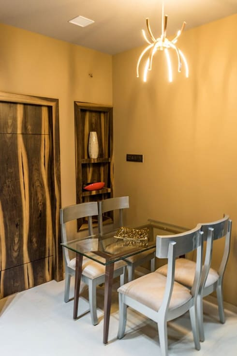 Rishi Villa - Pune:  Dining room by Aesthetica