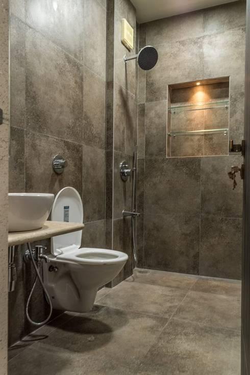 Rishi Villa - Pune:  Bathroom by Aesthetica
