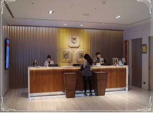 實品案例-高雄翰品酒店:  辦公空間與店舖 by 禾木家具