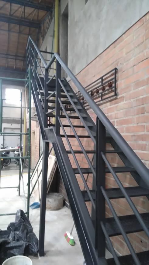 Escalera metalica de construcciones y dise os en for Armar escalera metalica