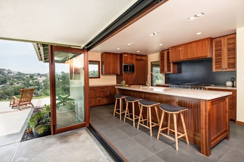 Sapele House: tropical Kitchen by LeMaster Architects