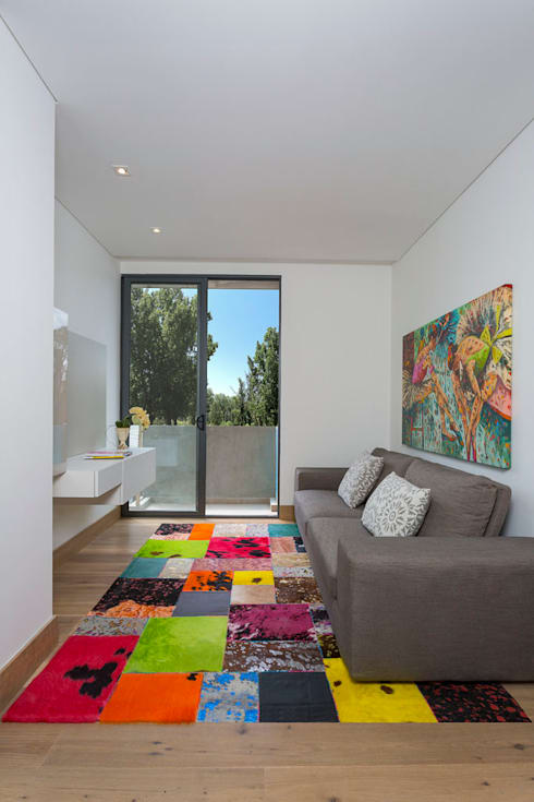 APARTAMENTO NORTE DE BOGOTA: Salas multimedia de estilo moderno por ATELIER CASA S.A.S