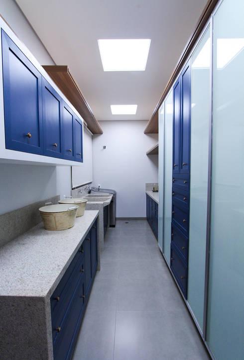 Oficinas de estilo moderno por Pavesi Arquitetura