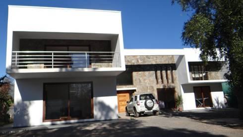 Casa AS: Casas de estilo mediterraneo por A2H Arquitectos