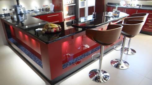 Casa AS: Cocinas de estilo mediterraneo por A2H Arquitectos