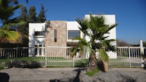 Casa LB: Casas de estilo mediterraneo por A2H Arquitectos