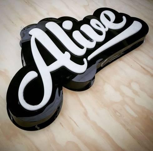 Alive: Oficinas y tiendas de estilo  por Phoenix Touch