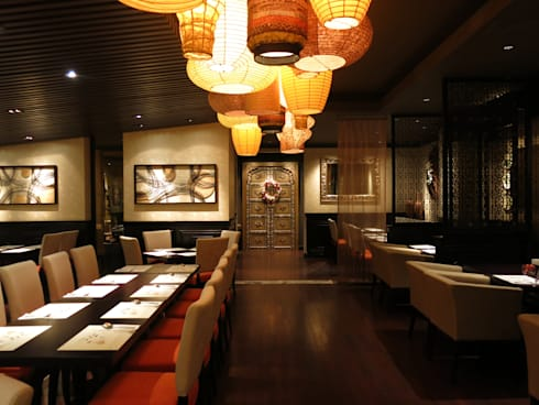 Dining Area:  Restoran by FerryGunawanDesigns