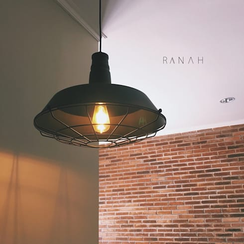 Interior Residential – Pomentia Residence:  Ruang Makan by RANAH